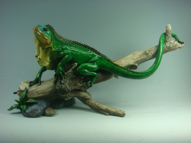 Lizard Standing on Floating Wood Resin